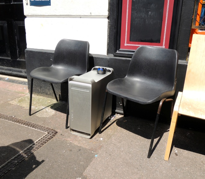 g5-coffee-table-for-smokers-brighton-2012